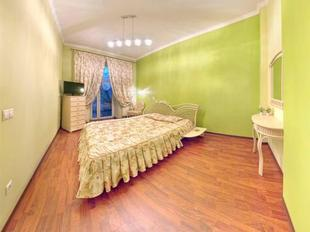1 bedroom apartment near Elizabeth's the cathedral