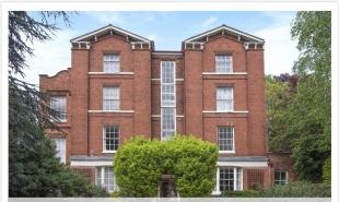 Historic 1846 One bed apartment in city centre