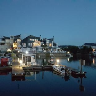 Stylish living on the Water