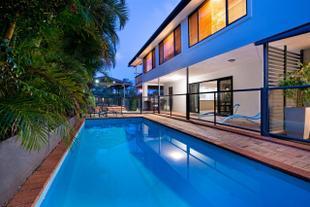 7 Bedroom Gold Coast Luxury Waterfront Home with Pool, sleeps 20!