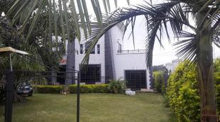 Boomerang Villa