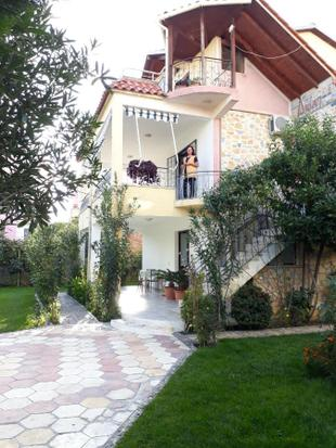 Nice apartment for 5 with garden and 2 rooms