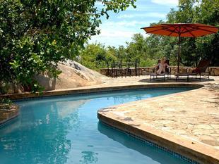羅克馬尼亞塔宿營飯店 Manyatta Rock Camp