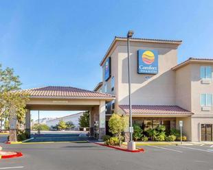 凱富套房飯店 - 拉斯維加斯內利斯Comfort Inn & Suites Las Vegas - Nellis