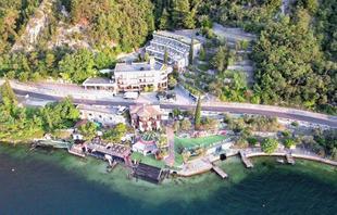 碼頭衝浪酒店