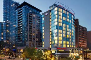 温哥華市中心歡朋酒店