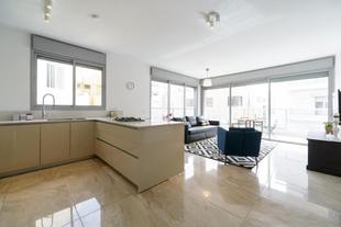 海灘區的3臥室公寓 - 103平方公尺/2間專用衛浴3 Bedrooms apt balcony & parking near banana beach