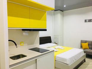 Yellow room with sea view