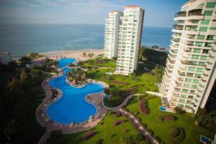 Shangri La Luxury Penthouse Condominiums by Cheap Getaway