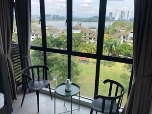 White Haven Duplex Suites with Exclusive Cyberjaya Lake View