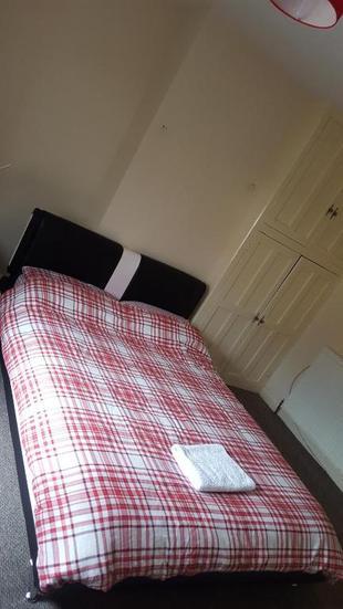 Clean & Comfortable room in Huddersfield