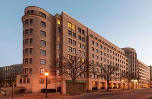 亞歷山大古城希爾頓尊盛飯店Embassy Suites Alexandria Old Town Hotel