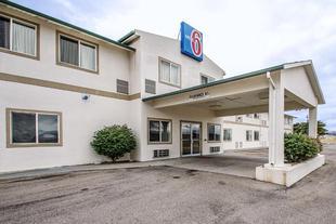 尼法6汽車旅館