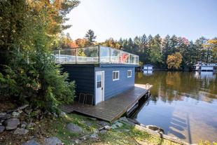 Sunshine Cove ~ On sheltered Lake Muskoka bay!