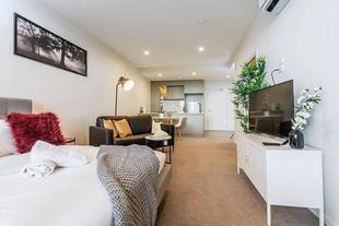 Modern Studio Apartment Central to City & Airport