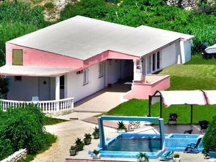Tranquil Holiday Home in Metajna with Balcony