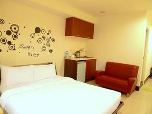(12)溫馨雙人房 - 3分鐘步行府中站 ((12)Double bed room-3 mins walk to Fuzhong MRT Station