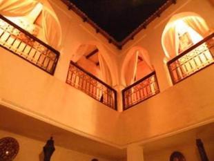 雅庫拉庭院旅館