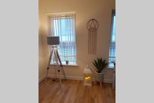 City Centre Apartment 5 min from bas&train station