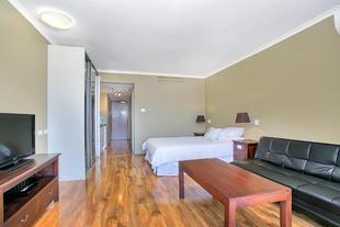 Sunshine Towers 301 - Studio Apartment