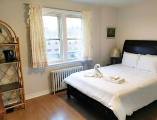 Centre of North York Cozy Home Close to Downtown