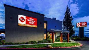最佳西方PLUS雙景套房旅館Best Western Plus Twin View Inn and Suites