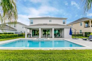 9 Bedroom Vacation Home with Pool (1818)