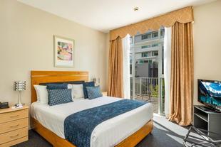 Days Hotel and Suites Hamilton