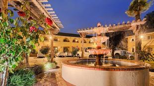 最佳西方PLUS布魯克塞德飯店Best Western PLUS Brookside Inn