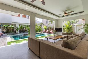 努沙度瓦的4臥室 - 400平方公尺/4間專用衛浴4BR Chloe Villa 5 min walk to Beach
