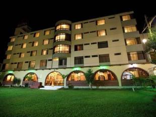 洛基斯廣場旅館The Rokes Plaza Hotel