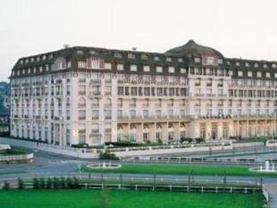 多維爾皇家呂西安巴里亞酒店