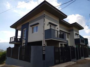 Restful 3BR Hillside Duplex House