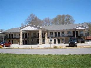布拉格將軍套房旅館General Bragg Inn & Suites