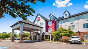 最佳西方Plus拉尼爾湖蓋恩斯維爾套房飯店Best Western Plus Lake Lanier Gainesville Hotel and Suites