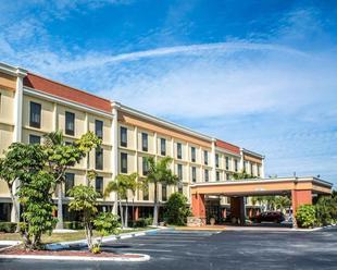 克利爾沃特皮內拉斯派克凱富套房飯店Comfort Inn & Suites Clearwater Pinellas Park