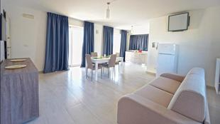 Leo Apartments