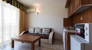 1bedroom apartment w balcony &kitchen+washer
