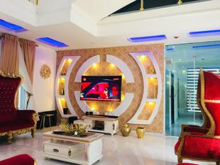 Lekki Holiday Home with swimming pool