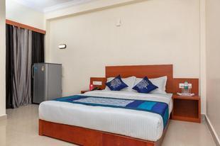OYO 22105 Hotel Half Moon Inn