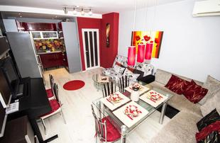 RED APARTMENT, near the Old Town, parking